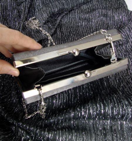 geanta poseta plic clutch ocazie second hand satin gri lant argintiu umar