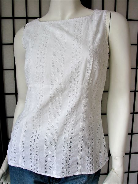 Top alb second hand bumbac broderie spate gol