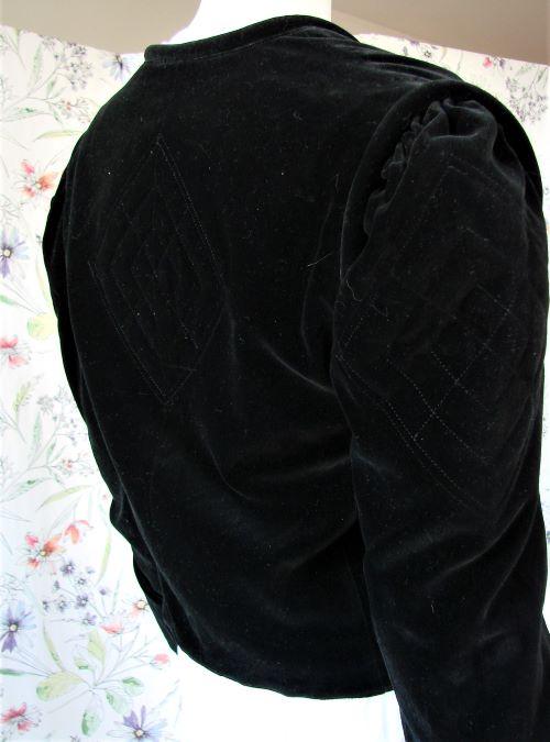 Bolero sacou scurt negru catifea umeri spectaculosi vintage