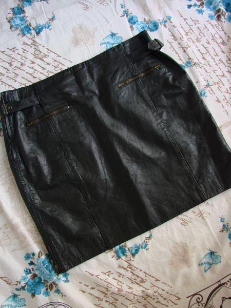 Fusta scurta piele maro foarte inchis aproape neagra fermoare vintage