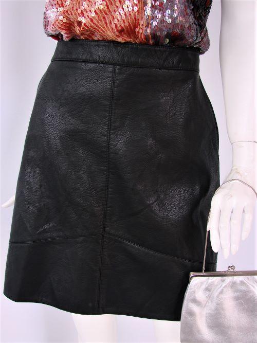Fusta scurta piele neagra buzunare Zara second hand