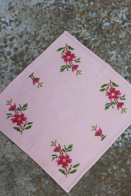 Servet etamina bej roz broderie handmade flori
