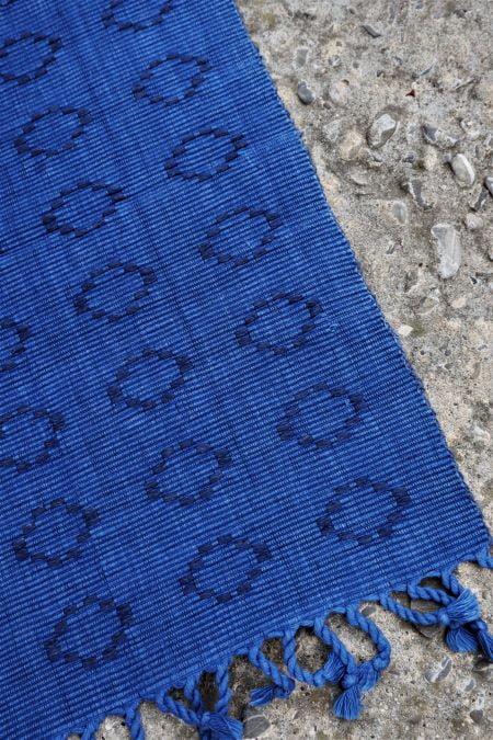 Servet lung masa textil tesut albastru second hand