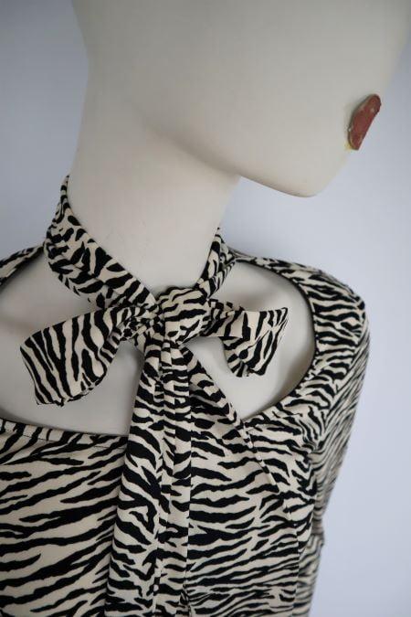 Bluza alb negru zebra print maneca lunga mulata elastica funda second hand