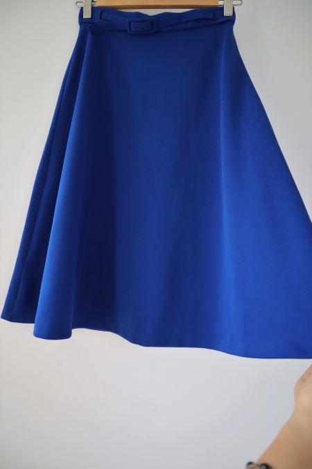 Fusta vintage albastra ca uniforma de pionieri