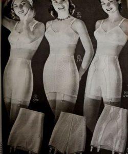 lenjerie intima femei romance anii 40