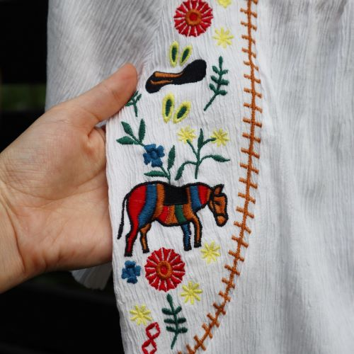 Bluza alba model ie broderie cai si flori second hand