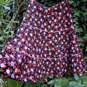 Fusta vintage neagra floricele colorate