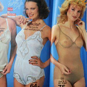 Femei de varsta medie, sexi in lenjerie intima vintage, din anii 80